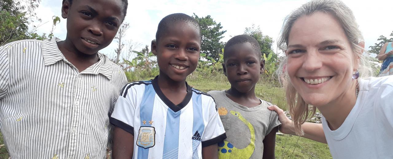 Es pediatra y estuvo 20 días atendiendo a más de 800 niños en Haití