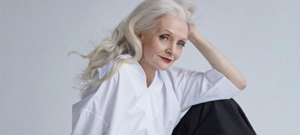 Un fotógrafo saca hermosos retratos y recluta modelos mayores de 50 años