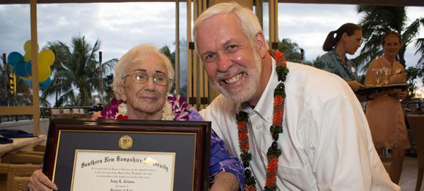 Se recibió a sus 94 años con el mejor promedio