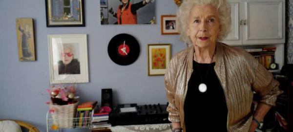 DJ Wika: tiene 80 años y trabaja pasando discos en fiestas de Polonia