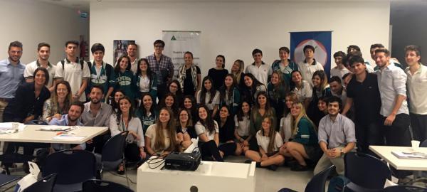 Proyecto impulsa el futuro de estudiantes con herramientas para los empleos del futuro
