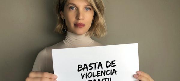 Liz Solari canta para poner fin a la violencia contra los niños