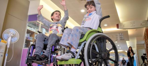 Wheelchairs of Hope: Entregan sillas de ruedas para chicos argentinos con discapacidad motriz